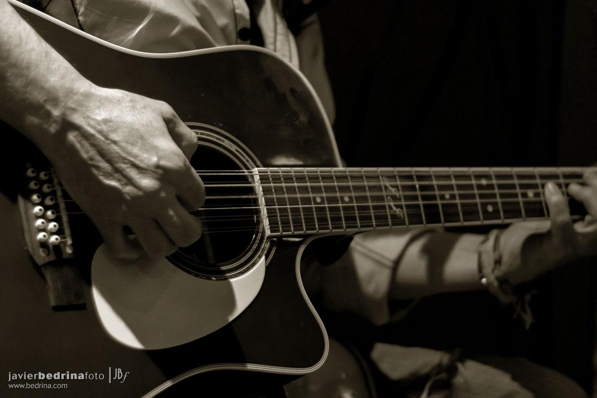 Rafael Arnau manos guitarra