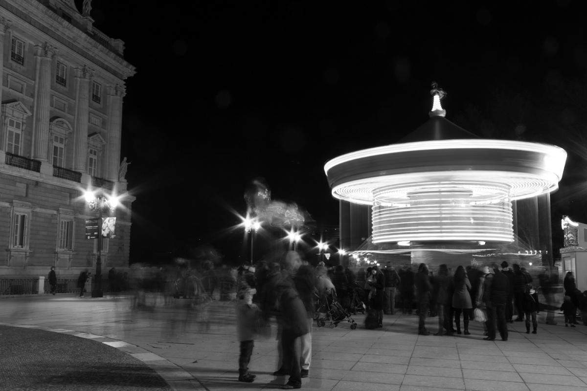 Palacio Real con Tiovivo. Street Photography