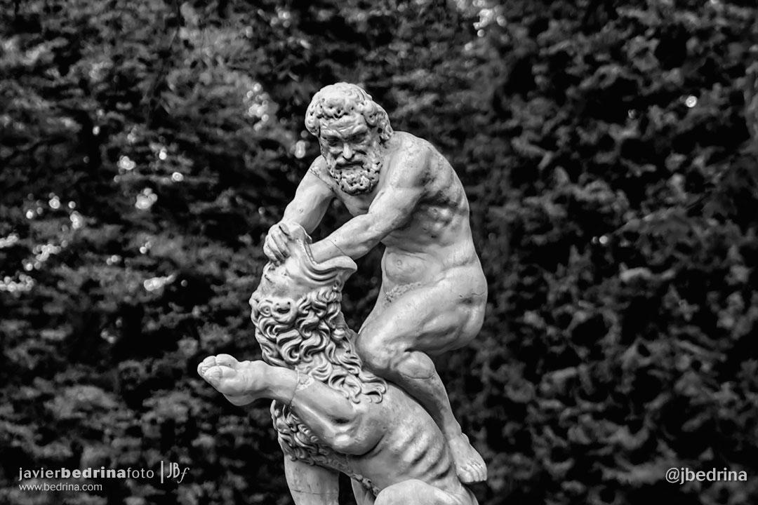 Estatua de Hércules y el León de Nemea (El Retiro)