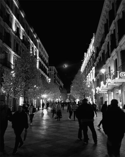 Luna llena calle Arenal (Madrid)